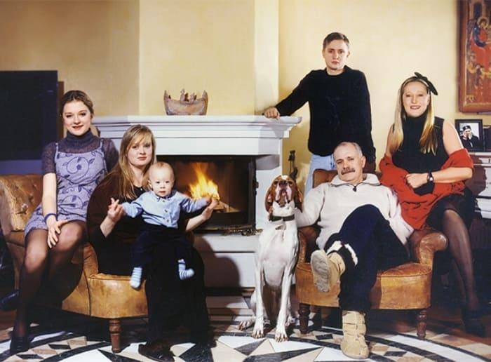 Большая семья Михалковых | Фото: ru.hellomagazine.com