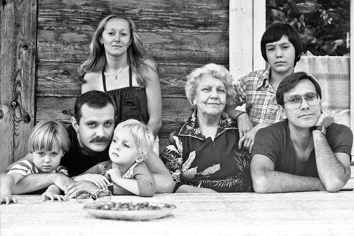 Никита Михалков с детьми, женой, матерью, братом и племянником | Фото: lib.rus.ec