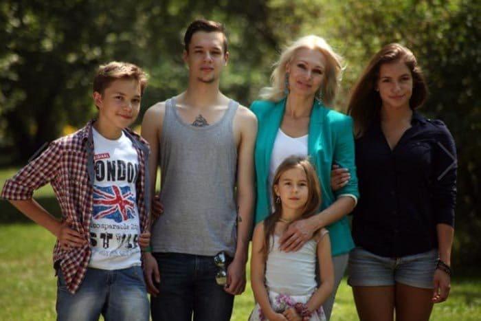 Актриса с детьми | Фото: pic-words.com