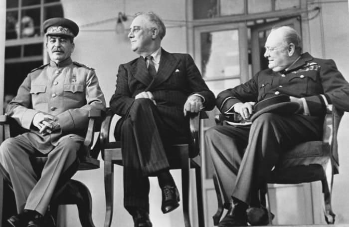 Сталин, Рузвельт и Черчилль на тегеранской конференции | Фото: esquire.ru