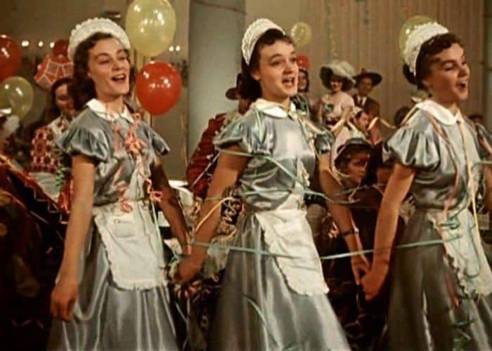 Сестры Шмелевы в фильме *Карнавальная ночь*, 1956   Фото: boom.ms