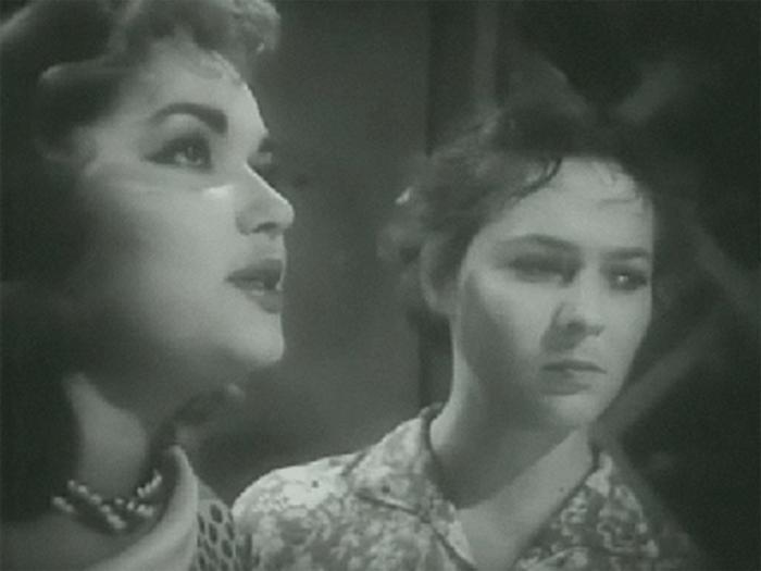 Наталья Панова (слева) в фильме *Дело *пестрых*, 1958 | Фото: kino-teatr.ru