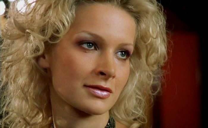 Александра Флоринская в сериале *Бригада*, 2002 | Фото: kino-teatr.ru