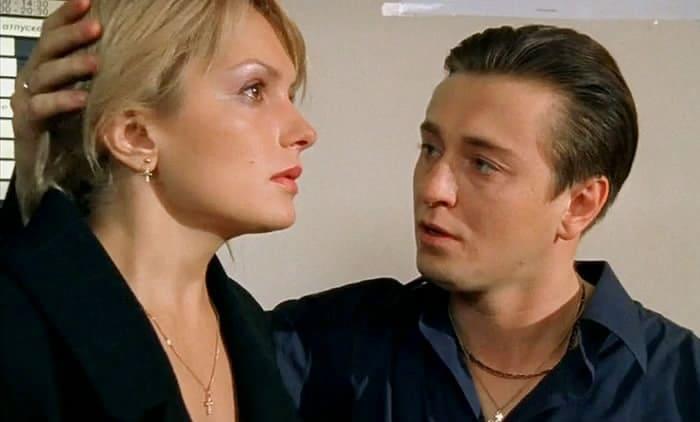 Мария Порошина и Сергей Безруков в сериале *Бригада*, 2002 | Фото: kino-teatr.ru