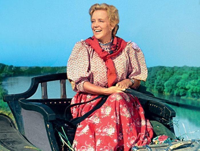 Марина Ладынина в фильме *Кубанские казаки*, 1949 | Фото: 7days.ru