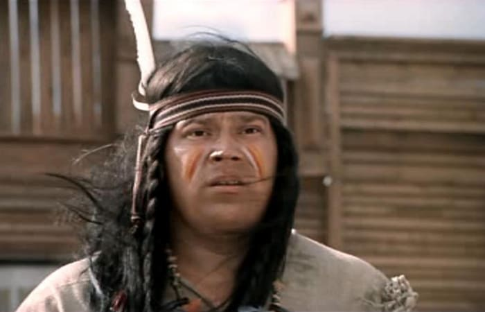 Юрий Думчев в роли сына вождя индейцев | Фото: kino-teatr.ru
