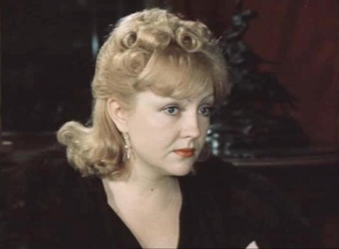 Екатерина Градова в роли Светланы Волокушиной | Фото: kino-teatr.ru