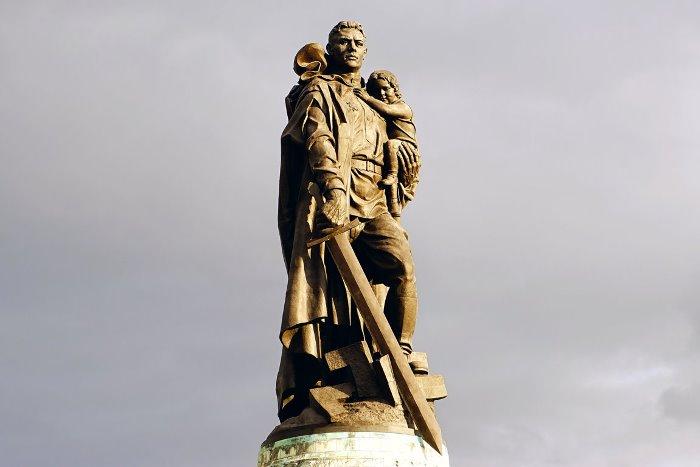 Памятник Воину-освободителю в Берлине | Фото: sila-mesta.ru