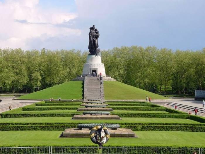 Памятник Воину-освободителю в Берлине | Фото: oursociety.ru