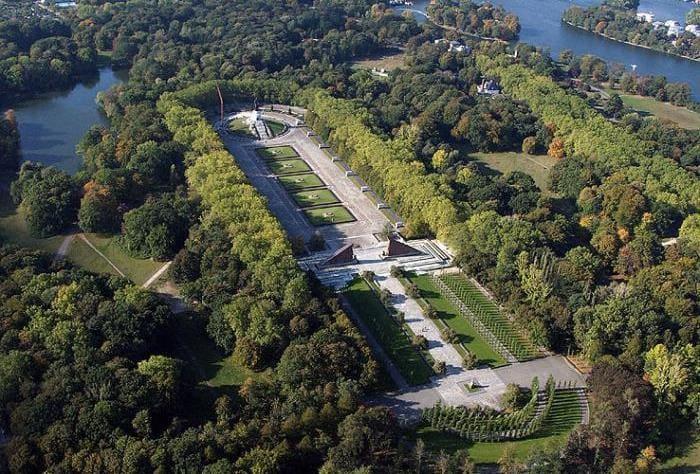 Трептов-парк в Берлине | Фото: fb.ru