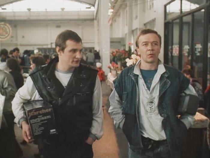 Сергей Проханов (справа) в фильме *Гений*, 1991 | Фото: vokrug.tv