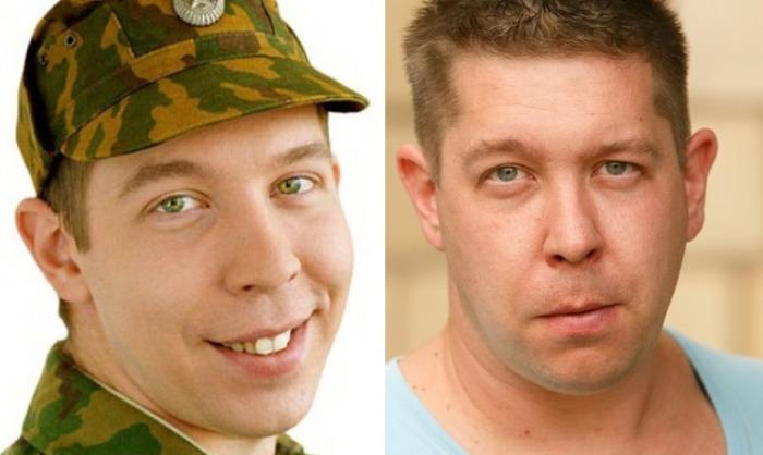 Иван Моховиков в сериале *Солдаты* и в наши дни | Фото: 24smi.org