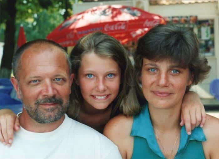 Актер с женой и дочерью | Фото: kino-teatr.ru