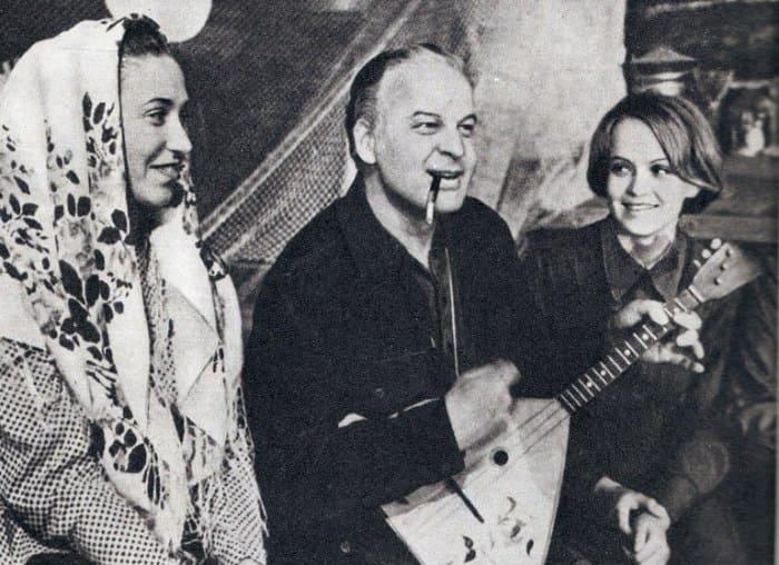 Станислав Ростоцкий на съемках фильма *А зори здесь тихие*, 1971 | Фото: kino-teatr.ru