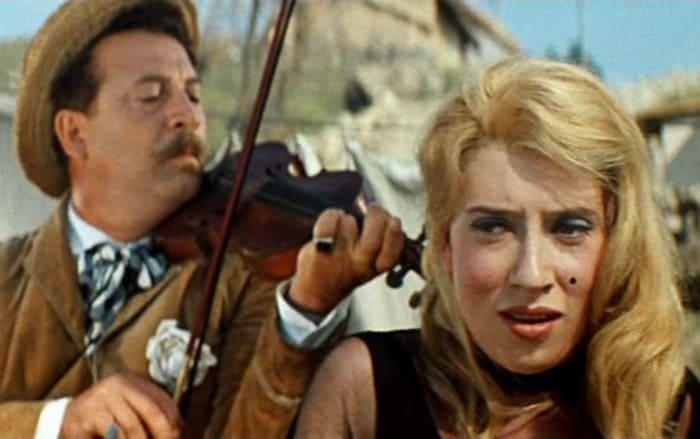 Инна Чурикова в фильме *Неуловимые мстители*, 1966 | Фото: kino-teatr.ru