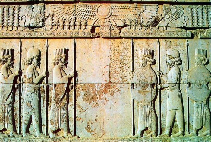 Персидские воины. Дворцовый барельеф в Персеполе