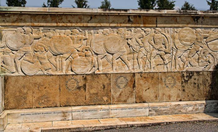 Монумент, посвященный подвигу 300 спартанцев