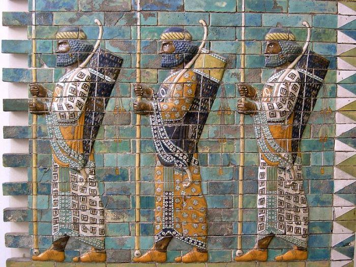 Персидские воины из гвардии *бессмертных*. Фрагмент росписи из царского дворца