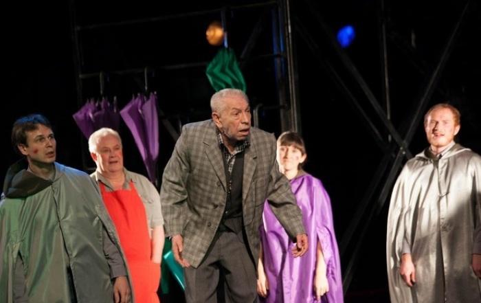 Актер на сцене театра | Фото: ksors.kz