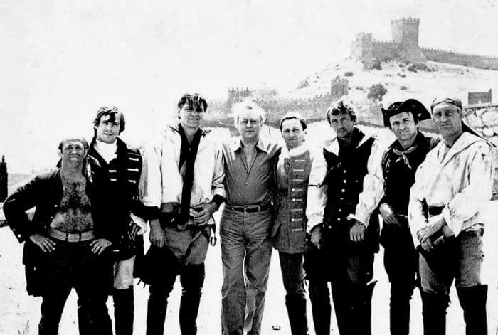 Актер Владислав Стржельчик с группой каскадёров Николая Ващилина. Судак, 1982   Фото: dubikvit.livejournal.com