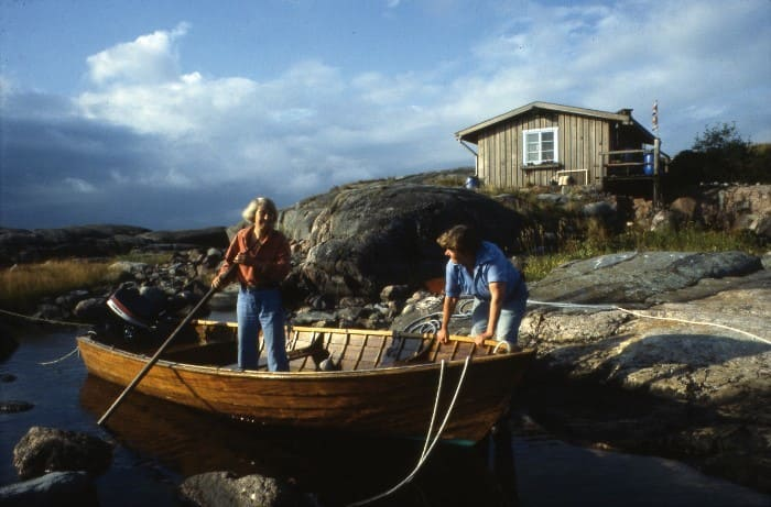 Туве и Тууликки на острове Кловхару, принадлежавшем писательнице | Фото: artchive.ru