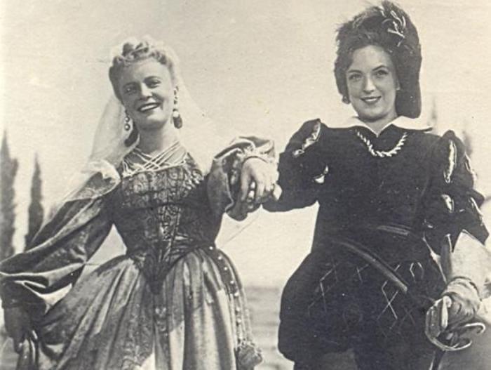 Алла Ларионова и Клара Лучко в фильме *Двенадцатая ночь*, 1955 | Фото: kino-teatr.ru