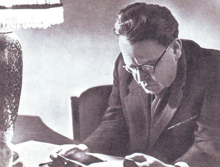 С. Маршак за работой, 1947 | Фото: s-marshak.ru