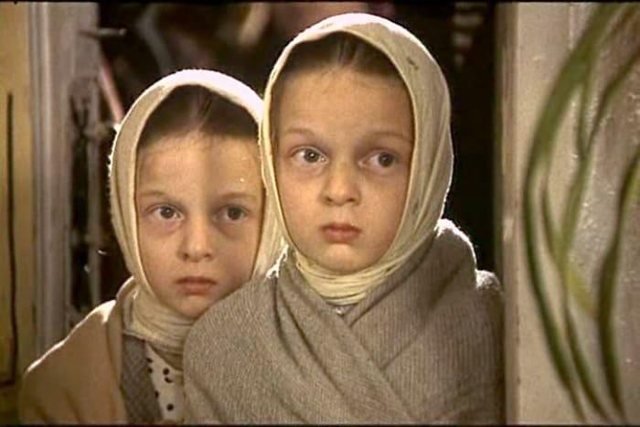 Сестры Носик в фильме *Возвращение *Броненосца*, 1996 | Фото: kino-teatr.ru