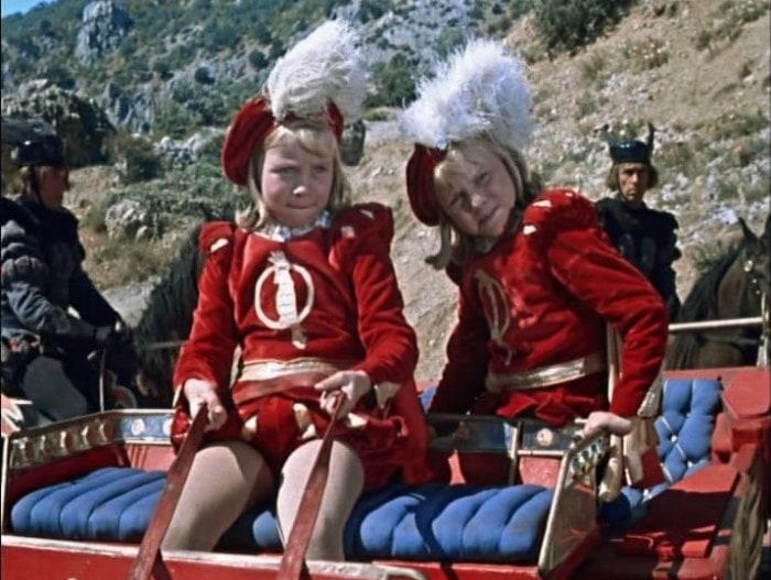 Кадр из фильма Королевство кривых зеркал, 1963 | Фото: rudb.org