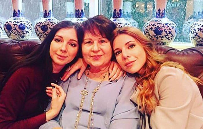 Наталья Подольская с мамой и сестрой | Фото: uznayvse.ru