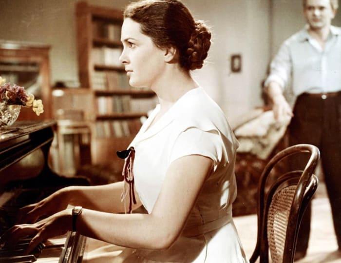 Элина Быстрицкая в фильме *Неоконченная повесть*, 1955   Фото: kino-teatr.ru