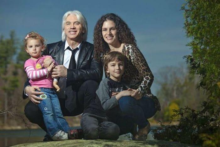 Дмитрий Хворостовский со второй женой и детьми | Фото: uznayvse.ru
