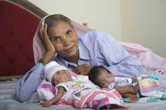 Омкари Панвар в 70 лет родила двойню