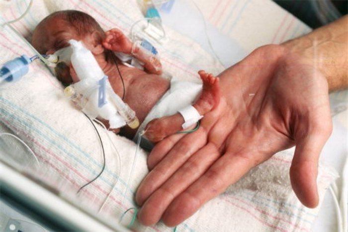 Махаджабина Шейх родила самого крошечного в мире ребенка