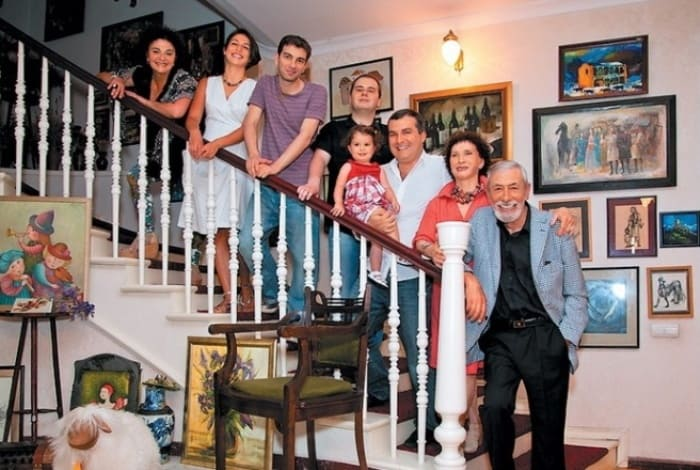 Вахтанг Кикабидзе с семьей | Фото: 24smi.org