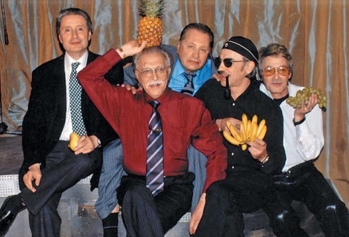 *Мушкетеры* и вне съемочной площадки остались друзьями | Фото: tele.ru