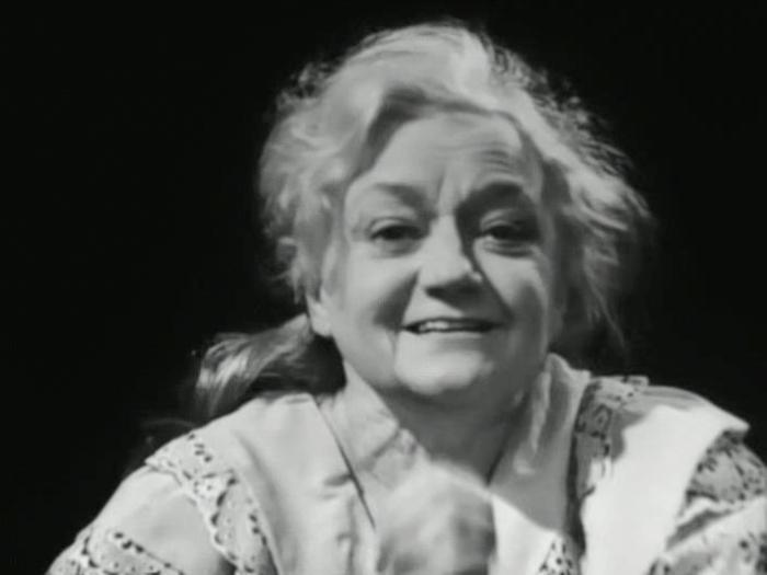 Валентина Сперантова в фильме-спектакле *Тихая семейка*, 1969 | Фото: kino-teatr.ru