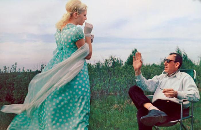 Владимир Басов и Валентина Титова на съемках фильма *Метель*, 1964 | Фото: 7days.ru