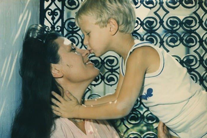 Валентина Толкунова с сыном | Фото: starhit.ru