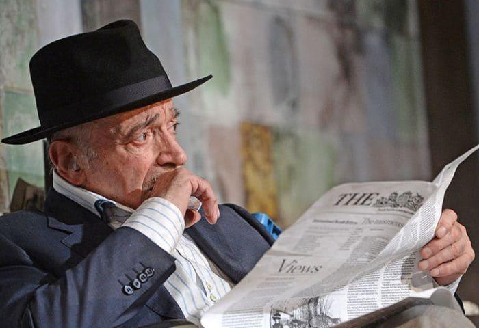 Актер на сцене театра *Современник* | Фото: gazeta.ru