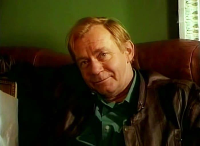 Валерий Носик в фильме *На углу у Патриарших*, 1995 | Фото: kino-teatr.ru