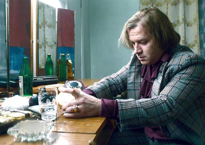 Кадр из фильма *Эти глаза напротив*, 2015 | Фото: kino-teatr.ru