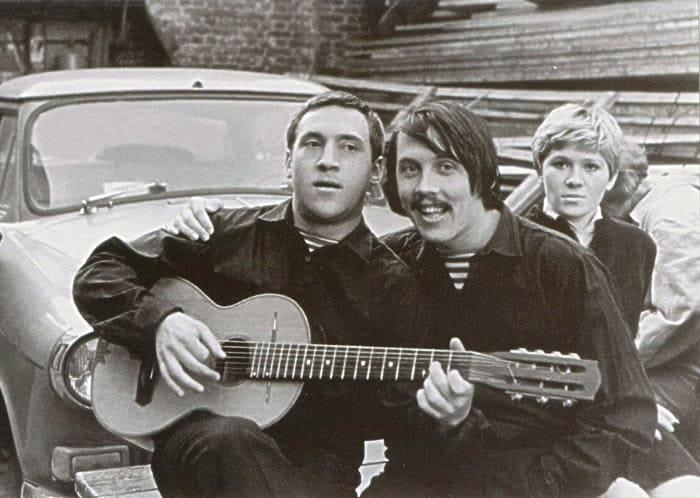 Валерий Золотухин и Владимир Высоцкий, конец 1960-х гг. | Фото: pinme.ru