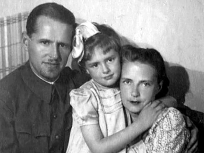 Актриса с мужем и дочерью | Фото: kino-teatr.ru