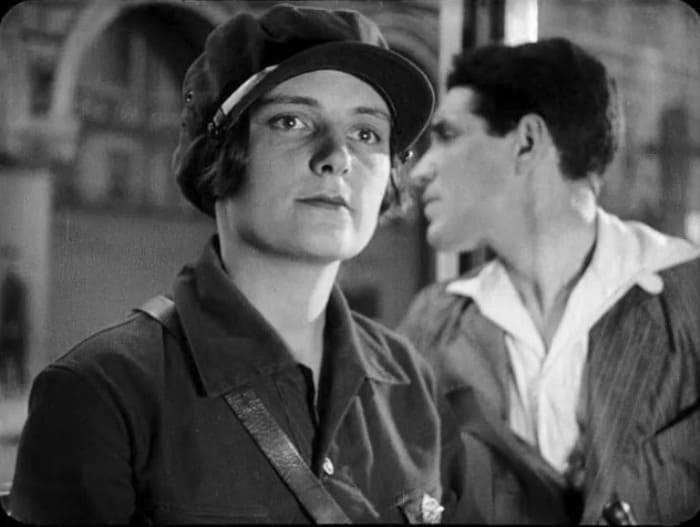 Кадр из фильма *Обломок империи*, 1929 | Фото: kino-teatr.ru