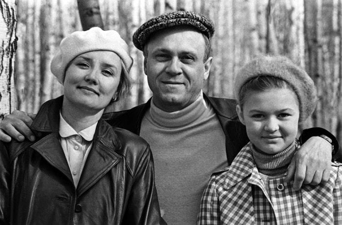 Вера Алентова с мужем, режиссером Владимиром Меньшовым, и дочерью Юлей   Фото: newrezume.org