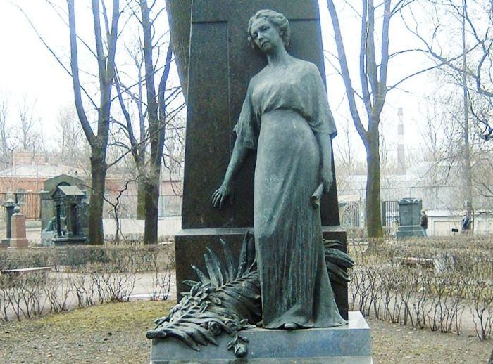 Памятник на могиле Веры Комиссаржевской   Фото: spb.media