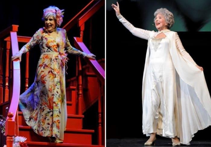 Актриса на сцене театра | Фото: teatral-online.ru