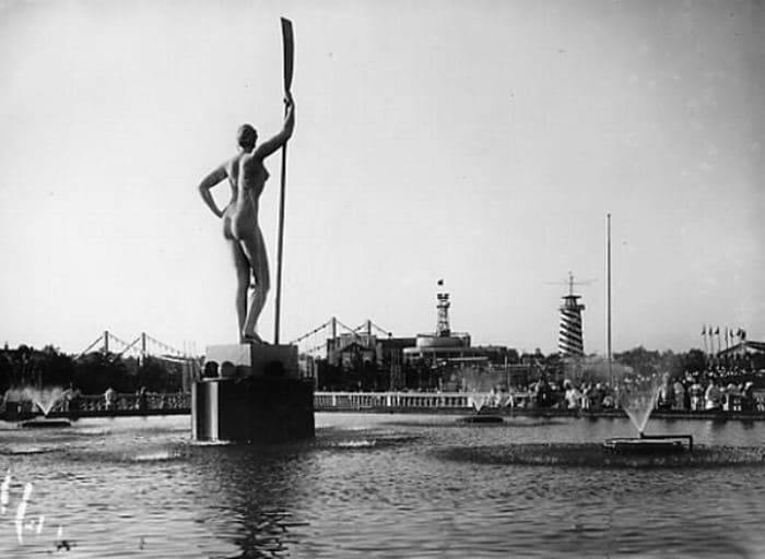 Та самая *Девушка с веслом*   Фото: pomnivoinu.ru