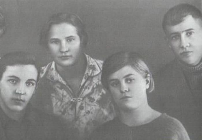 Справа на фото – Вера и ее жених Юрий Двужильный   Фото: ria.ru